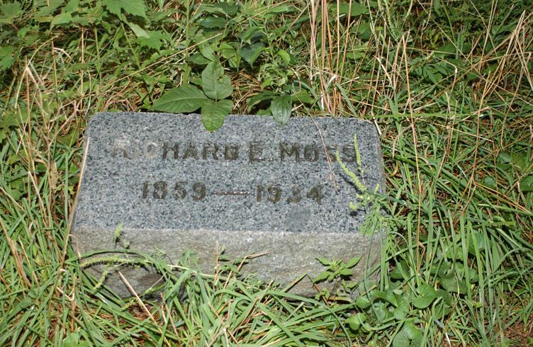 Haunted Bachelors Grove Cemetery, Illinois