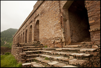 Bhangara Fort is considered to be the most haunted places in India